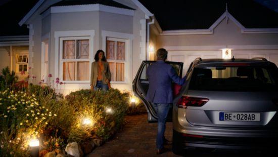 Ställ in belysningen så att den hälsar dig välkommen hem