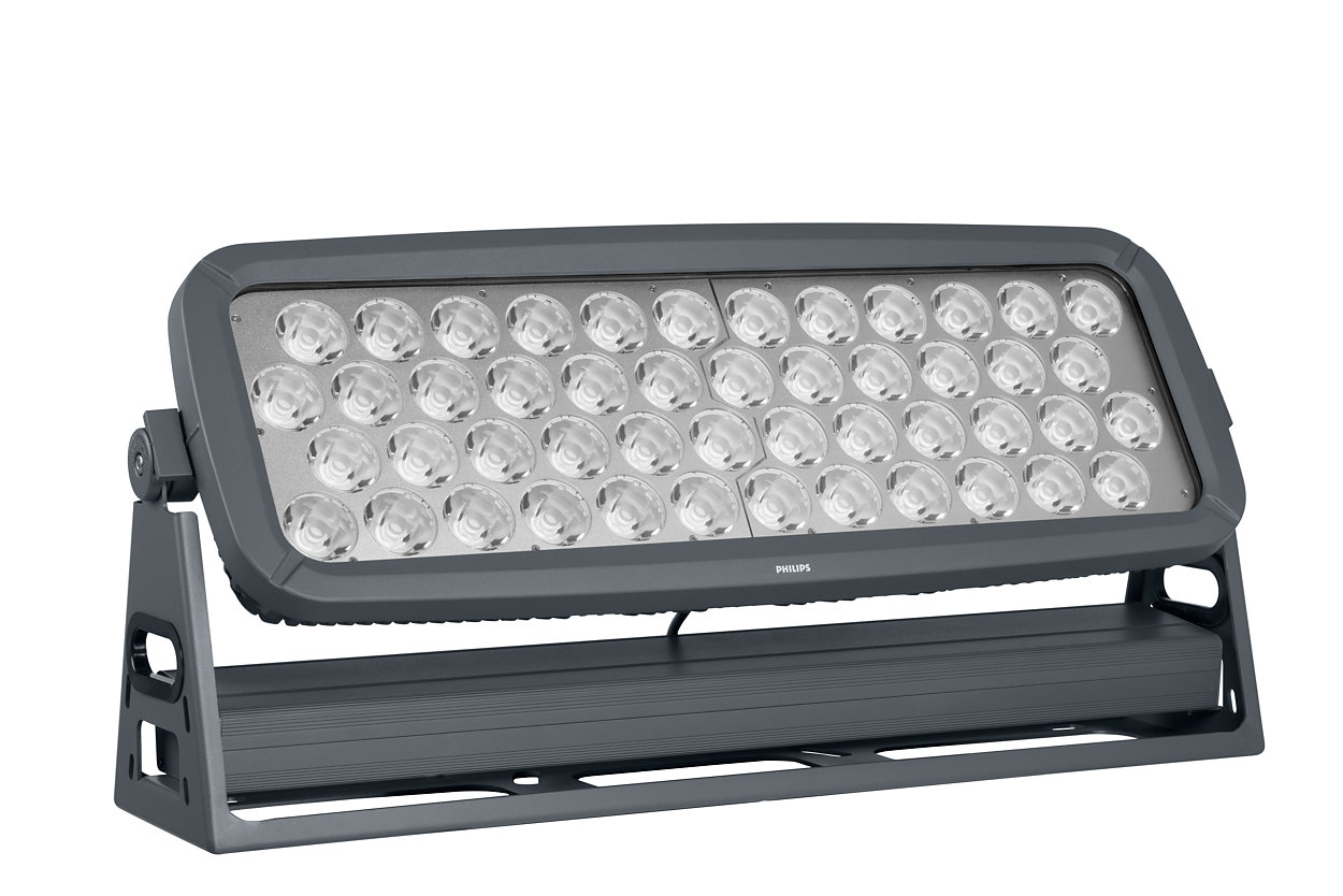 Достигайте новых высотОгромный светодиодный прожектор с большим световым потоком для дальней подсветки — идеальное решение для фиксированного и динамического архитектурного освещения, а также для освещения фасадов