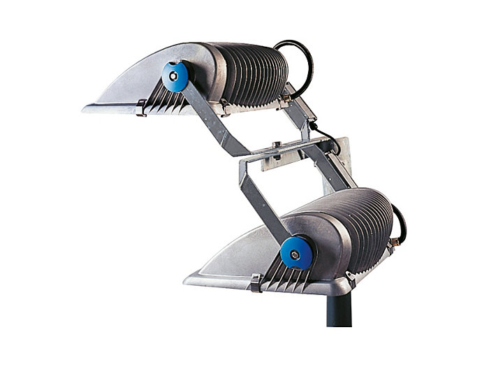 In addition, OptiVision can be mounted above or below a crossbar simply by inverting the bracket. This allows multiple lights to be fitted on each mast.