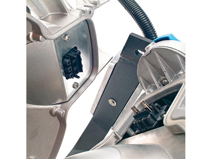 Sistema di sicurezza con sezionatore integrato che disconnette automaticamente l'alimentazione  all'apertura delal copetura  posteriore