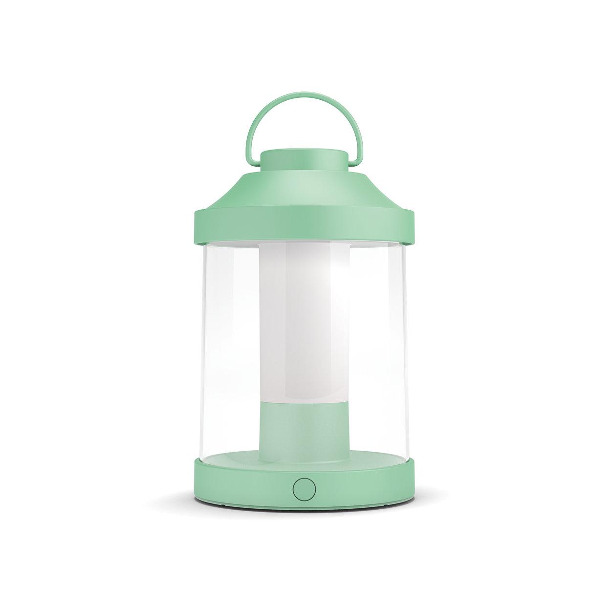 Taşınabilir bir lambayla dışarıda uzun gecelerin tadını çıkarın