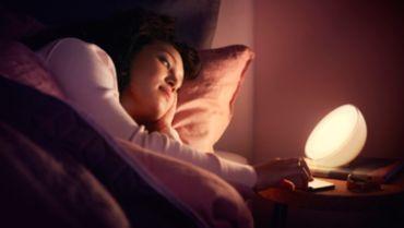 智慧型燈具會自然喚醒您或助您入眠